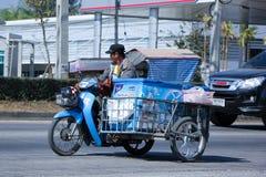 Vendedor de la leche en una motocicleta Fotografía de archivo