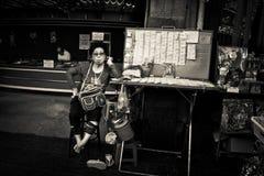Vendedor de la lotería durante el Año Nuevo chino en Chinatown, Bangkok Imagen de archivo libre de regalías