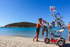 Vendedor de la opinión del mar en la playa Imagen de archivo libre de regalías