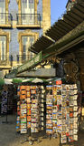 Vendedor de la postal Imagen de archivo libre de regalías