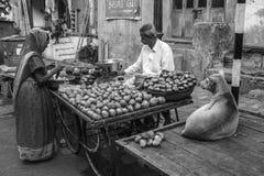 Vendedor de la verdura de la calle Foto de archivo libre de regalías