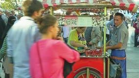 Vendedor de las castañas Fotografía de archivo libre de regalías