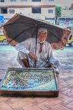 Vendedor de las piedras del destino foto de archivo