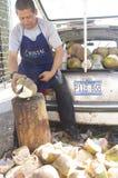 Vendedor de los cocos Imagenes de archivo