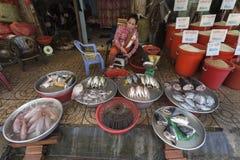 Vendedor de los pescados Foto de archivo libre de regalías