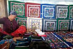 Vendedor de productos de bordado hechos a mano Imagen de archivo libre de regalías