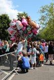 Vendedor del globo en el festival Fotos de archivo libres de regalías