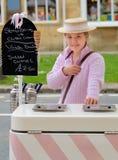 Vendedor del helado, Broadway, Cotswolds, Inglaterra Imágenes de archivo libres de regalías