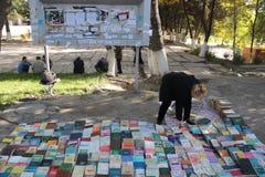 Vendedor del libro en Osh Fotos de archivo libres de regalías
