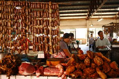 Vendedor del mercado de carne Imagenes de archivo