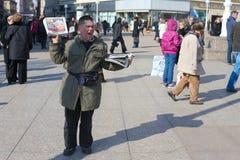 Vendedor del periódico Fotos de archivo