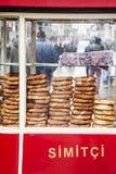 Vendedor del pretzel Fotos de archivo libres de regalías