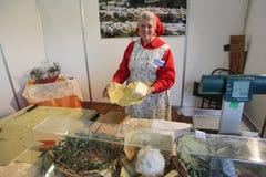Vendedor del queso Imagenes de archivo