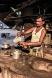 Vendedor del té en la India Fotos de archivo