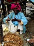 Vendedor do amendoim Fotografia de Stock Royalty Free