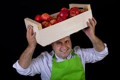 Vendedor do fruto com a caixa das maçãs Foto de Stock