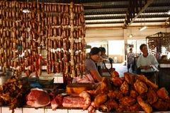 Vendedor do mercado de carne Imagens de Stock