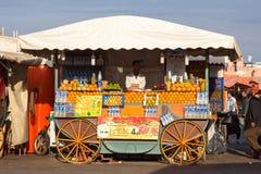 Vendedor do suco de laranja Fotos de Stock Royalty Free