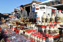 Vendedor do xarope de bordo no mercado de Byward em Ottawa imagens de stock royalty free
