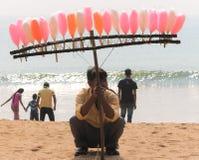 Vendedor dulce en la playa del mar Fotos de archivo libres de regalías