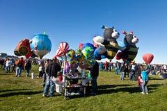Vendedor en el festival del globo del aire caliente Imágenes de archivo libres de regalías