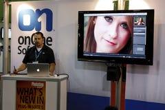 Vendedor en la conferencia y la expo del mundo de Photoshop imagen de archivo