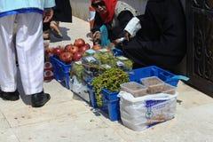 vendedor en la mezquita flotante de Masjid AR-Rahmah, Mar Rojo Fotos de archivo