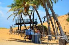 Vendedor en la playa, Srí Lanka del helado fotografía de archivo