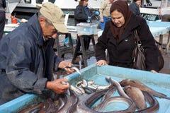 Vendedor idoso dos peixes Fotografia de Stock Royalty Free
