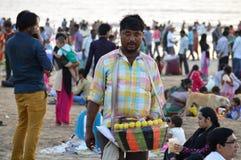 Vendedor indio de la comida de la calle en la playa Imagen de archivo libre de regalías