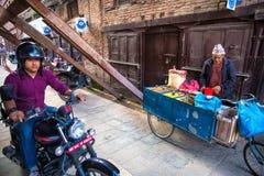 vendedor Kathmandu Nepal foto de stock