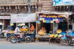 Vendedor lateral do alimento da estrada em Lahore, Paquistão Fotografia de Stock