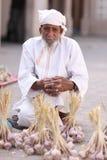 Vendedor omanense com roupa tradicional Fotografia de Stock