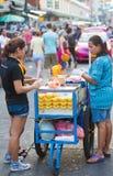 Vendedor tailandés de la fruta Imágenes de archivo libres de regalías