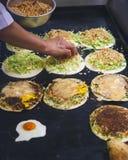 Vendedor taiwanês de Fried Pancake Food do alimento do alimento da rua imagens de stock