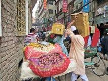 Vendedor vegetal en la ciudad vieja, Dacca foto de archivo libre de regalías