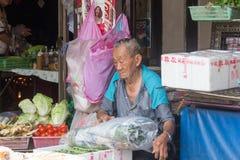 Vendedor vegetal no bairro chinês imagens de stock royalty free