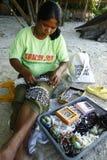 Vendedor/vendedor de las baratijas en la playa de Boracay Foto de archivo libre de regalías