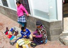 Vendedores ambulantes em Quito, Equador Fotos de Stock Royalty Free