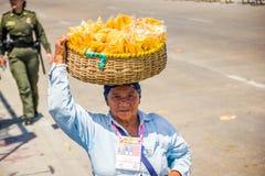 Vendedores ambulantes en la celebración más importante del folclore de Colombia Fotos de archivo libres de regalías