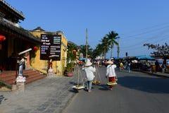 Vendedores ambulantes na cidade antiga de Hoian Fotos de Stock