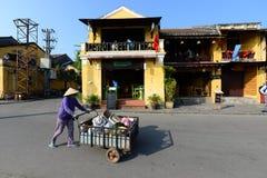 Vendedores ambulantes na cidade antiga de Hoian Fotografia de Stock Royalty Free