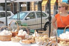 Vendedores amigáveis dos doces Fotos de Stock