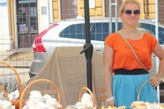Vendedores amistosos de los dulces Imagen de archivo libre de regalías