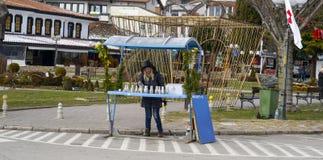 Vendedores da lembrança em Ohrid no dia do esmagamento, em Ohrid, Macedônia Foto de Stock