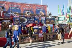 Vendedores de comida en la feria del estado de Texas Dallas Imágenes de archivo libres de regalías