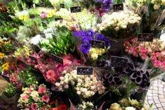 Vendedores de flor de la calle en París fotografía de archivo libre de regalías