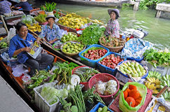 Vendedores de la fruta en el lat Mayom, Bangkok de Khlong Imagen de archivo