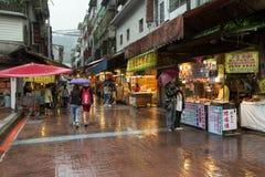 Vendedores de la parada de calle situados en Wulai, Taiwán imagenes de archivo
