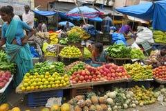 Vendedores do fruto no mercado do KR, Bangalore Imagem de Stock Royalty Free